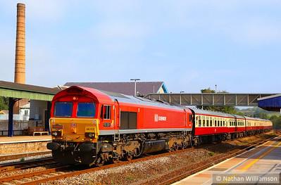 """66152 heads west through Totnes on the: 1Z47 06:08 Eastleigh to Par via Parkandillack """"The Cornish Explorer""""  20/09/14"""