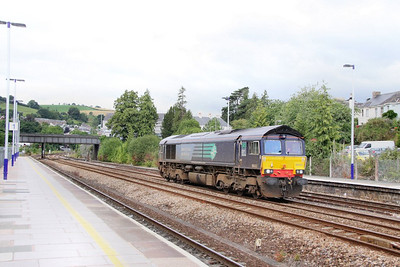 66422 heads north through Totnes on the: 0Z71 09:46 Plymouth to Bristol Temple Meads  05/08/10