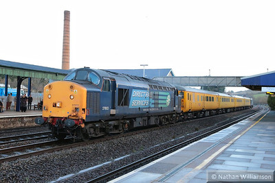 37603 heads west through Totnes on the: 1Q18 05:17 Old Oak Common to Plymouth  20/12/13