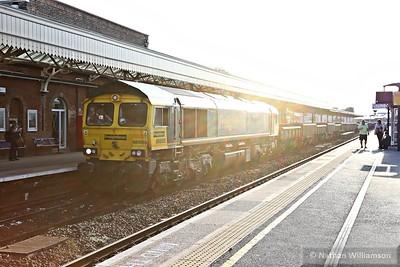 66585 heads west through Taunton on: 6T44 17:15 Westbury to Bath via Fairwater  12/08/15