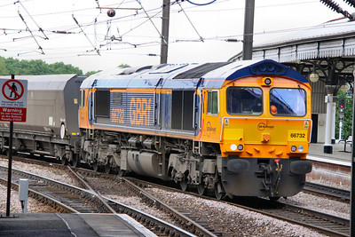 66732 heads south into York Station working the: 6H93 08:45 Tyne Dock to Drax  06/06/12