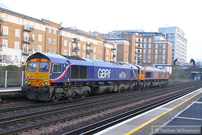 66726 & 66737 head south through Kensington Olympia light engine, forming the: 0Z66 14:10 Ferme Park to Hoo Junction Yard  12/12/13
