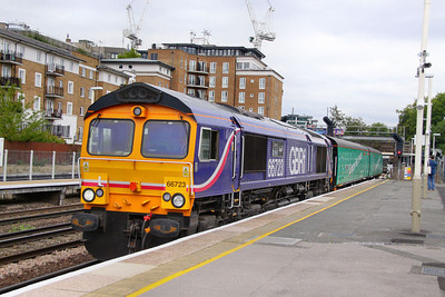 66723 arrives into Kensington Olympia with 2 barrier vehicles on a Eastleigh Works to Donnington move  16/08/11