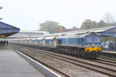 59004 heads west through Newbury on the: 6V18 12:35 Hither Green to Whatley  22/10/12