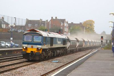59101 heads east through Newbury on the: 6L21 13:30 Whatley to Dagenham Dock  22/10/12
