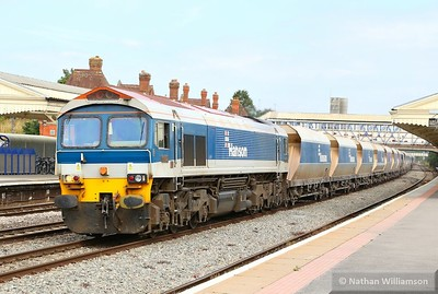 59102 heads west through Newbury on: 6V18 11:20 Allington to Whatley  12/08/15