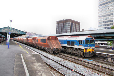 59104 heads west through Reading on the: 7C77 12:40 Acton Yard to Merehead 18/07/11