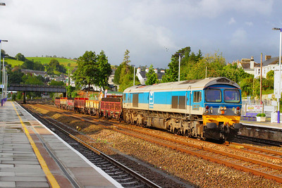 59004 makes a very rare appearence of a Class 59 in Devon. After dropping steel sleepers off between St Germans and Saltash, 59004 returns northbound through Totnes between the showers on the: 6W36 08:30 Saltash to Westbury. Load was just 6 wagons at 89 tonnes!  18/09/11  Watch the video at: http://www.youtube.com/watch?v=SRjYddgdB7Q