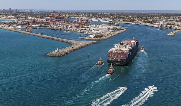 NORTHERN JAGUAR 8814teu '09 {Ocean Network Express} arr Fremantle 110120 SQ2