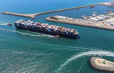 NORTHERN JAGUAR [9466972] 108,730dwt 8814teu 333.6 x 43.6m {Ocean Network Express} arr Fremantle 110120 SB10