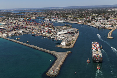 NORTHERN JAGUAR 8814teu 333.6 x 43.6m {Ocean Network Express} arr Fremantle 110120 S4