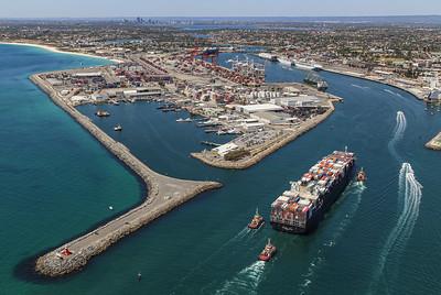 NORTHERN JAGUAR 8814teu 333.6 x 43.6m {Ocean Network Express} arr Fremantle 110120 SQ4