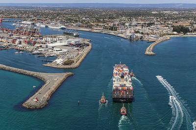 NORTHERN JAGUAR 8814teu 333.6 x 43.6m {Ocean Network Express} arr Fremantle 110120 S3