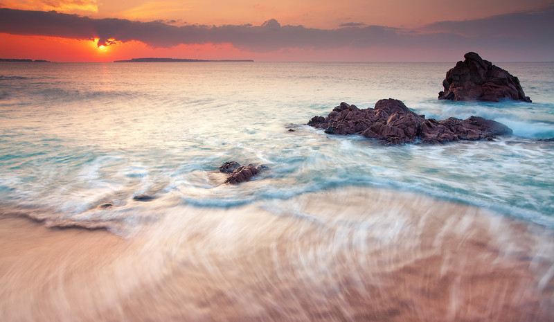 <b>Sunrise @ Cannes La Bocca #6 (French Riviera)</b> <i>Canon EOS 5D Mark II + Canon EF 17-40mm f/4L USM</i>