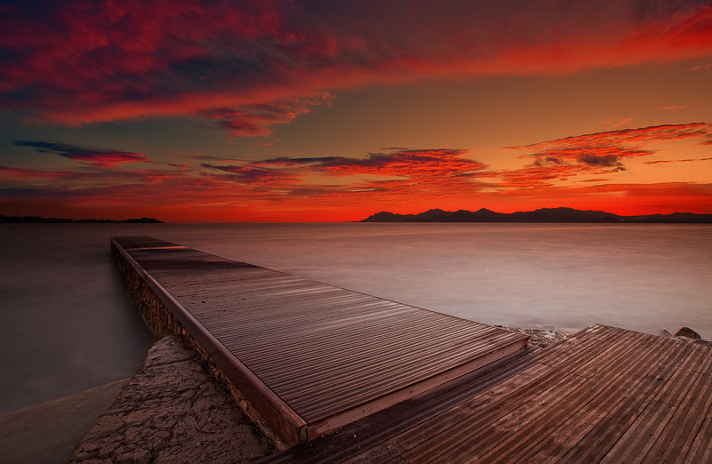 <b>Palm Beach Sunset @ Cannes (French Riviera)</b> <i>Canon EOS 5D Mark II + Canon EF 17-40mm f/4L USM</i>
