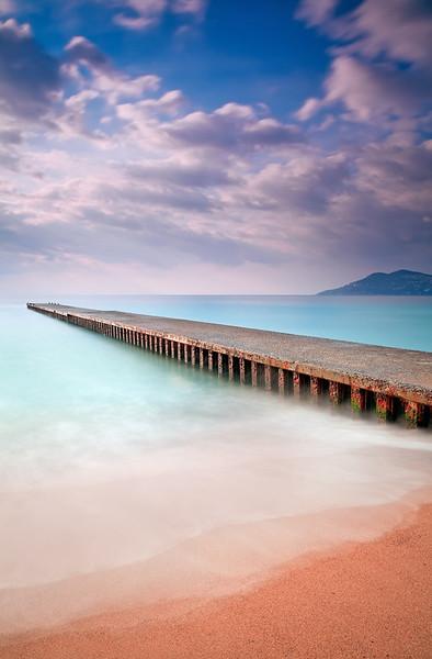 <b>Sunrise @ Cannes La Bocca #4 (French Riviera)</b> <i>Canon EOS 5D Mark II + Canon EF 17-40mm f/4L USM</i>
