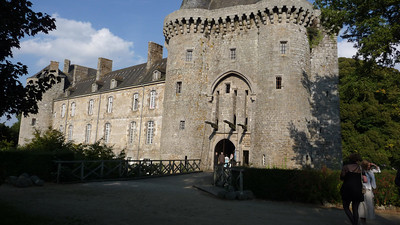 What an honest thrill to approach the entrance of the Chateau de Montmuran