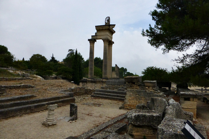 Glanum first settled during the 6th and 7th centuries BCmotivated by relieious reasons from its origin.<br /> <br />  It was later a Roman colony during the first three centuries...We were told interesting details of the social and civic life of the town.