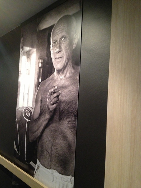 The halls had massive photographs of famous Frenchmen.