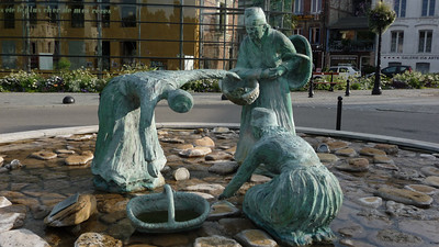 They have 'Round Abouts' all over France, and many have wonderful works of art for all to enjoy.  Wouldn't this be great for the arts in this country? They really worked well too.