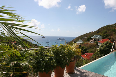 Saint Barth - Villa TEO is perched on the hillside in Corossol with a sweeping view over the ocean and the countryside. On entering the villa by way of a path through the garden, you are welcomed by the sound of gently trickling water from the fountain.