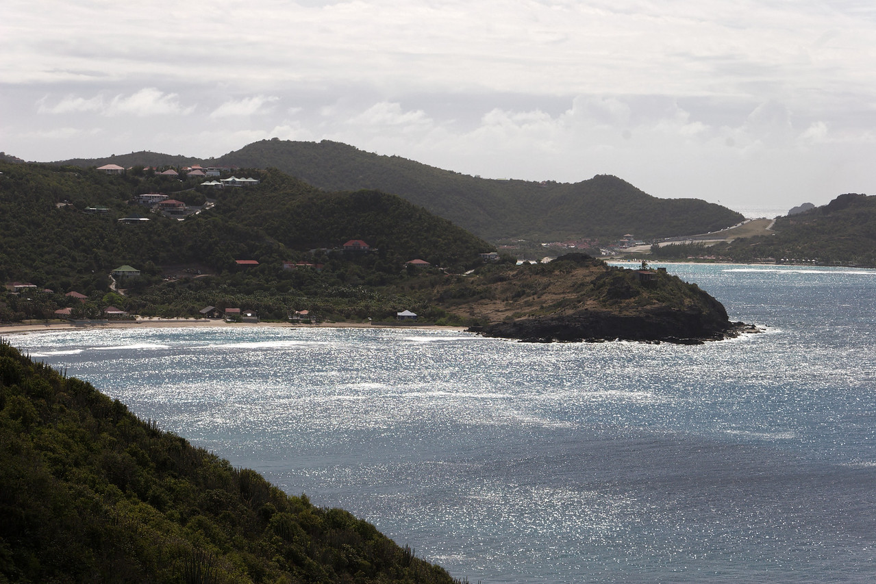 Saint Barth - Villa L'Abricotier, aka SIB DOR Located in Pointe Milou with a spectacular view of the ocean.