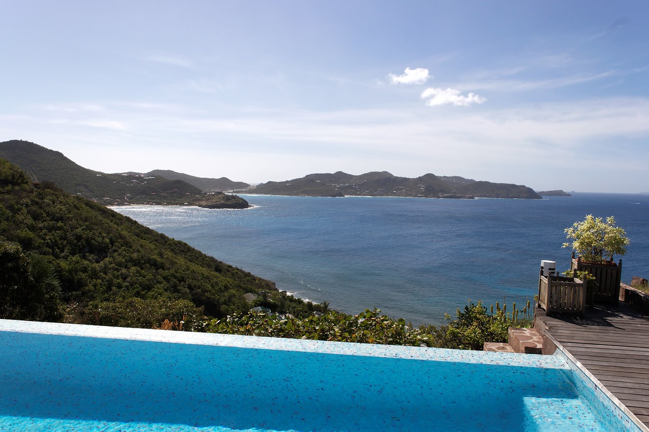 Saint Barth - Villa L'Abricotier, aka SIB DOR Located in Pointe Milou with a spectacular view of the ocean