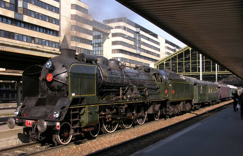 SNCF 231.K.8, Paris Gare de Lyon, Sun 1 May 2005 1 - 0944.  The compund Pacific awaits departure at 1000 with the first day of the Mediterranean Steam Express, to Clermont Ferrand.