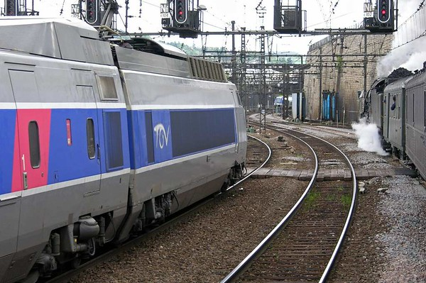 SNCF 231.K.8 & TGV 64, Dijon Ville, Fri 6 May 2005 2 - 1617.  Parallel departure.