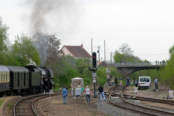 SNCF 141.R.420, Lapeyrouse, Mon 2 May 2005 2 - 1000.  Setting off for Montlucon.