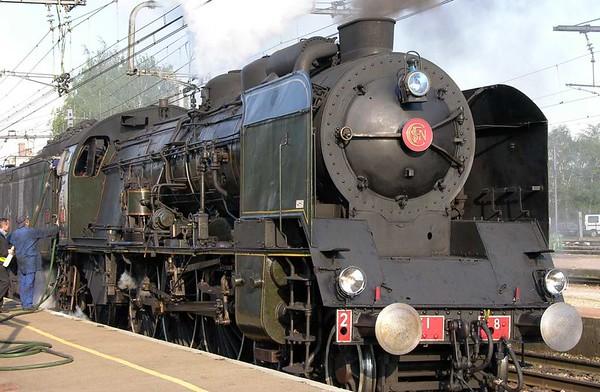 SNCF 231.K.8, Laroche-Migennes, Fri 6 May 2005 - 1902.  The final waer stop.