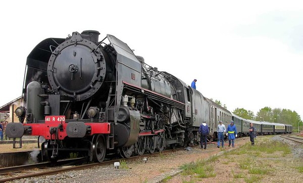 SNCF 141.R.420, Montlucon, Mon 2 May 2005 4.
