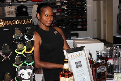 Fresh 2 Def Bartender, Serving up Jack Daniels Honey and Gentlemen Jack Cocktails