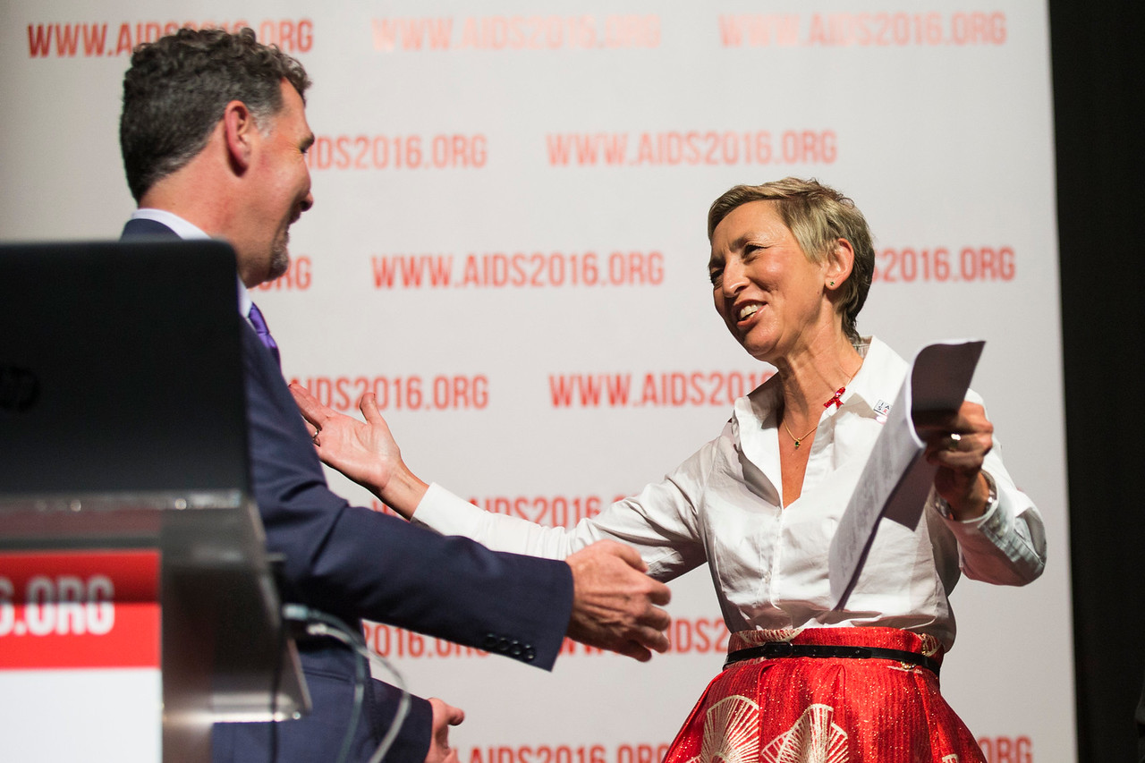 21st International AIDS Conference (AIDS 2016), Durban, South Africa. Rapporteur & Closing Session (FRPL0208) Closing remarks  Chris Beyrer, Johns Hopkins University, United States and Linda-Gail Bekker, Desmond Tutu HIV Centre, South Africa, 22 July, 2016. Photo©International AIDS Society/Rogan Ward