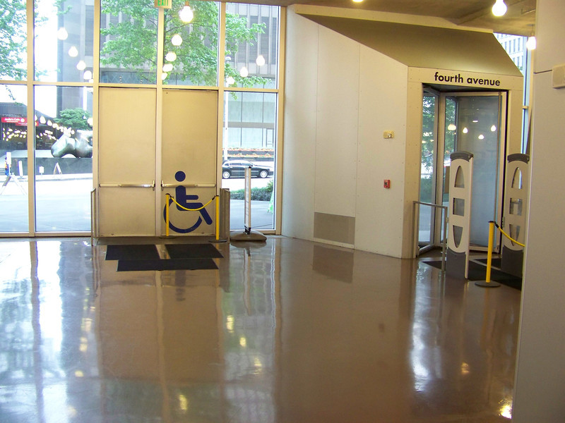 July 2010.  Revolving doors on the first floor.  On the side of the revolving door was a separate handicapped-accessible door.  Note also the brown floor--this is the original brown, polyurethane-coated floor which was later re-done with more-durable brown vinyl tile.