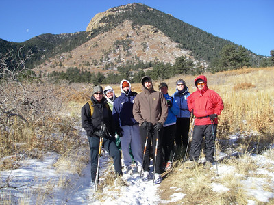 OK, about 9:15 and read to launch.  Blodgett summit out of view behind lower summit. L-R: Greg, Taylor, Emmett, Kyle, Liz, Nancy and Tom plus three canines.  Brett standing next to me (not in photo).