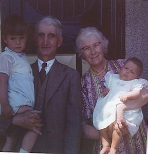 040 Mum, Dad, Stephen and Julia