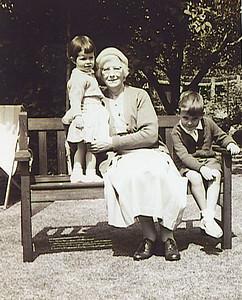 041 Mum, Julia and Stephen