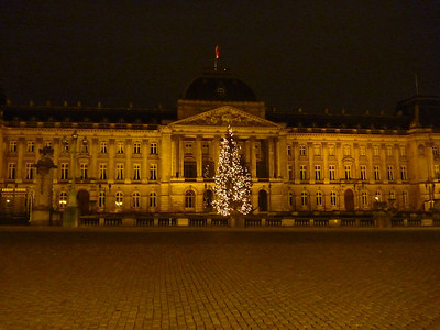 (Brussels): After a 2 hour Eurostar train ride, we arrived in Brussels. *Royal Palace