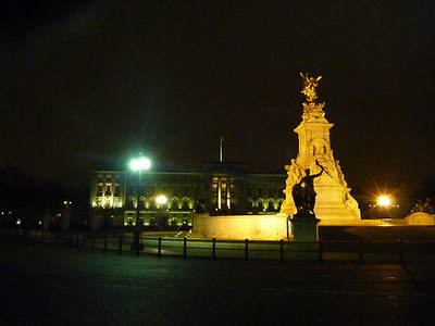 We logged another 12  miles and it was nice to stumble upon monuments without even looking for them *took a while to realize this was Buckingham Palace