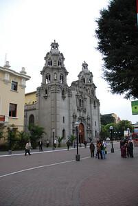 Virgen Milagrosa Iglesia en Parque Kennedy