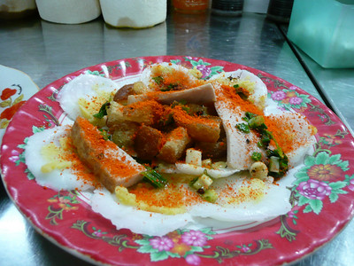banh beo - rice cakes with ground shrimp
