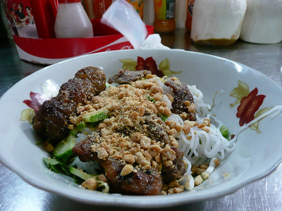 bun thit nuong - vermicelli with grilled pork and meatballs