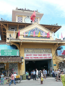 We went to district Cholon, which literally means Big Market, Saigon's Chinatown.