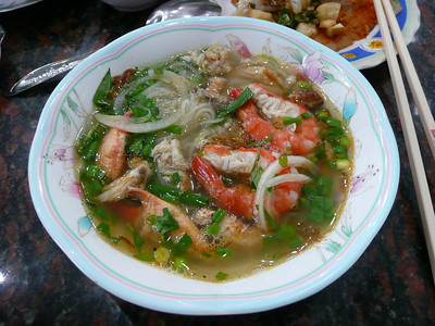 $3 hu tiu, rice noodles w/ seafood