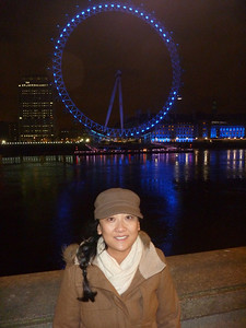 After dinner, we rested then decided we weren't sleepy so did some more sightseeing including stroll along the River Thames *London Eye
