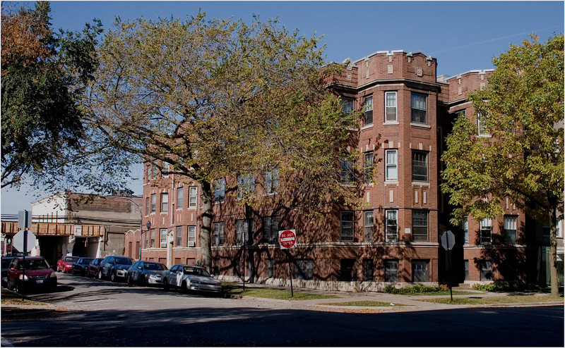 The Building on Winthrop where the Winter's family lived.. shows how close the building was to the El tracks.<br /> Their apt was the one on the first floor , far right.. and extended all the way back the length of the building.