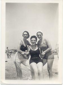 1938, August: Bessie Hampton Frost, Marie (Rere) Keeney, Helen Keeney; Mastic, NY.