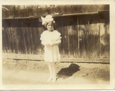 1935, June 1: Gloria Kuehne Frost, 1st Communion; 460 Lafayette Ave, Brooklyn.