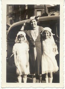 1939: Gertrude Yarzab, Marie (Loebel) Yarzab, and Theresa Yarzab.